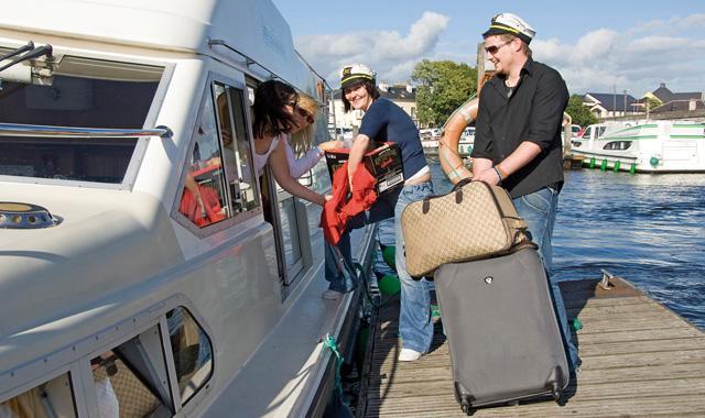 Koffer packen für einen Bootsurlaub