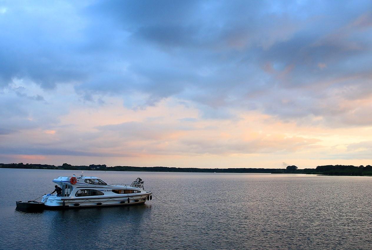 Die Mecklenburgische Seenplatte mit dem Hausboot entdecken