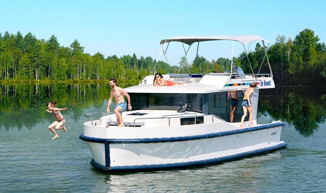 Familie auf dem Boot Horizon