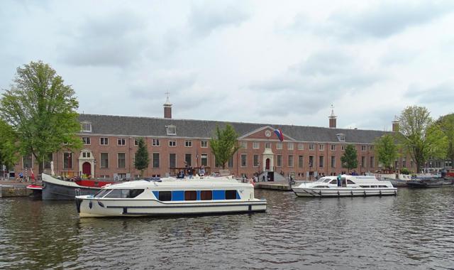 Mit dem Hausboot durch Amsterdam