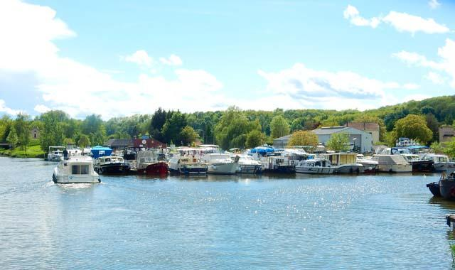 Leboat Bootfahren Franche Comte Port de Savoyeux
