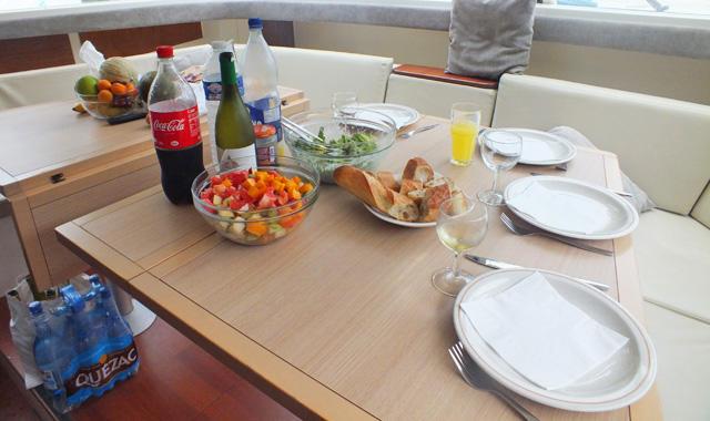 Mittagessen auf dem Boot