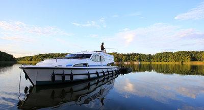 Warum sich ein Angelurlaub auf einem Hausboot lohnt