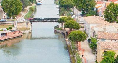 Brücke und Kanal in der Camargue
