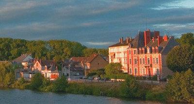 Häuser überblicken den Kanal