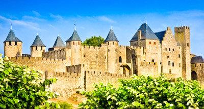 Mittelalterliches Carcassonne nah am Canal du Midi