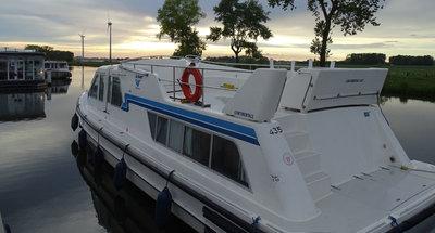 Außenansicht des Hausbootes Continentale von Le Boat