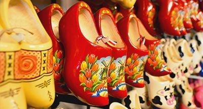 Holländische Cloqs in einem Geschäft