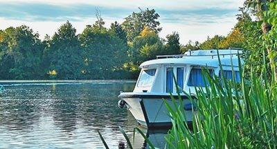 Le Boat Boot in der Natur auf der Charente