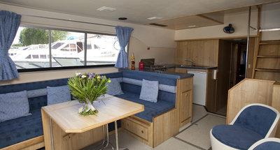 Salon des Hausbootes Salsa A von Le Boat