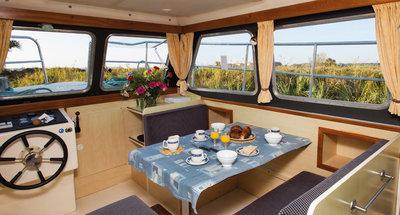 Salon des Hausbootes Sheba von Le Boat