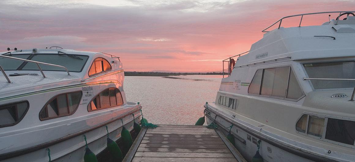 Emerald Star Boote bei Clonmacnoise, Irland