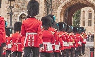 Königliche Wachen marschieren in Windsor